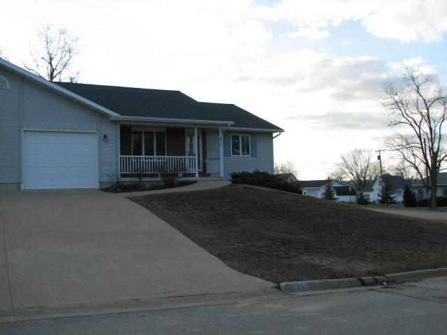211 North Green St, Toledo, IA 52342 listhub For Sale