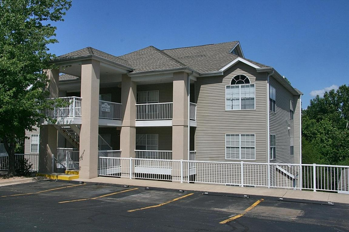33-4 Golfshores Dr # 4, Branson, MO 65616