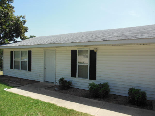 Rental Homes for Rent, ListingId:29777131, location: 2022 A Fruit Farm Rd Road Hollister 65672