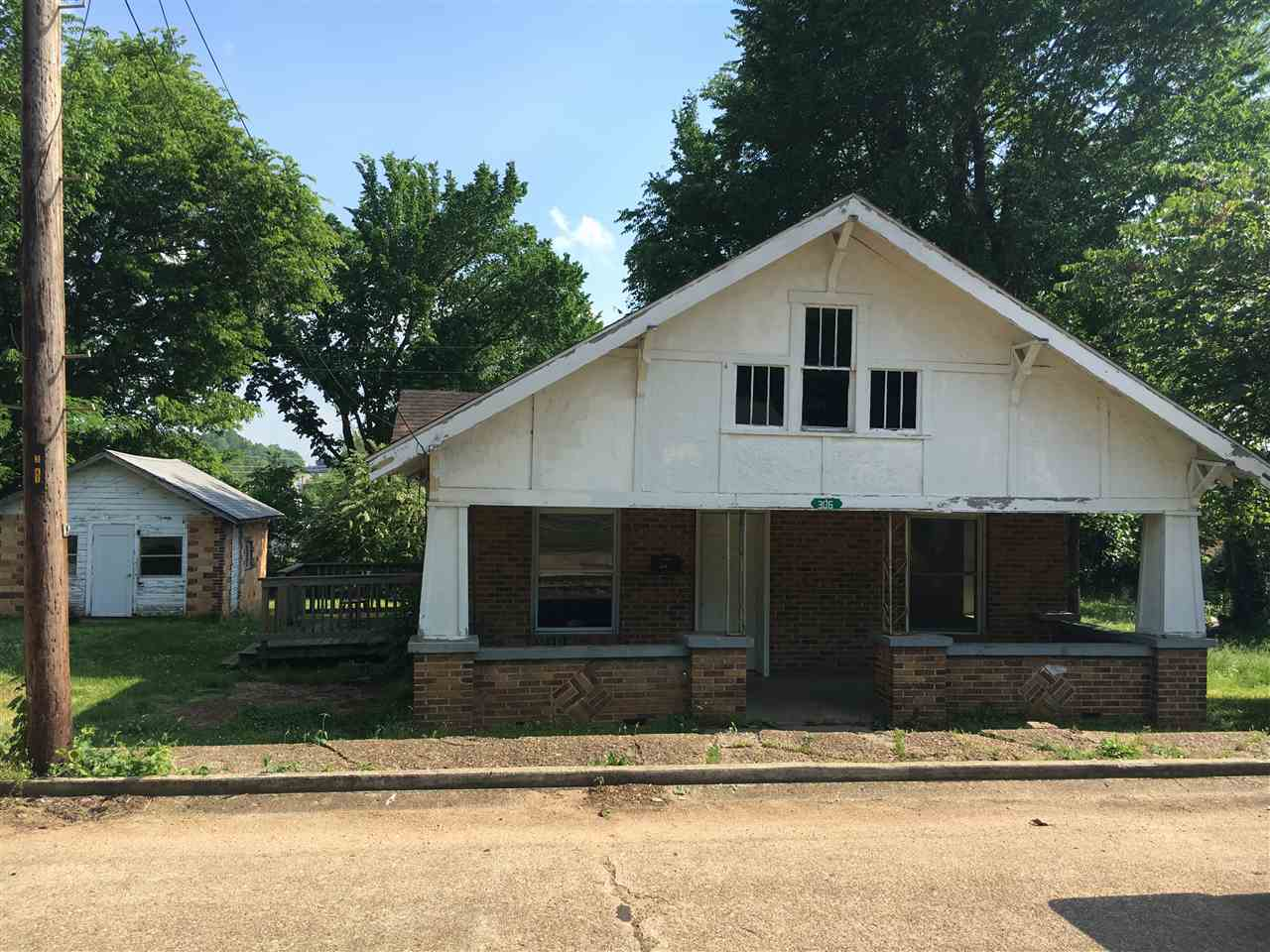 Photo of 306 E Locust  Doniphan  MO