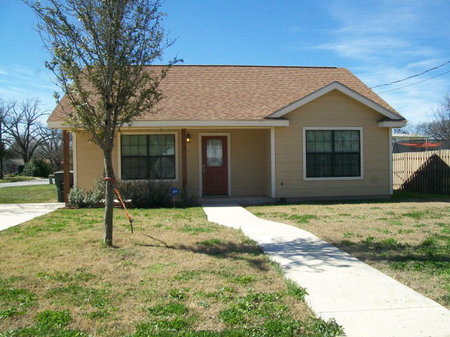 Photo of 419 Grove St  Uvalde  TX