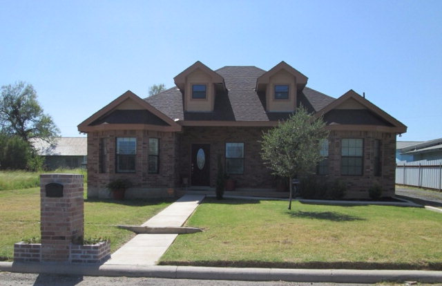 Photo of 200 14th St  Carrizo Springs  TX
