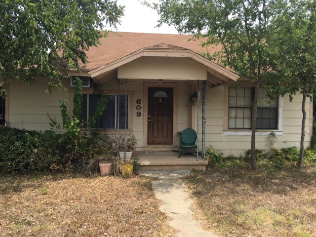 Photo of 609 12th St  Carrizo Springs  TX