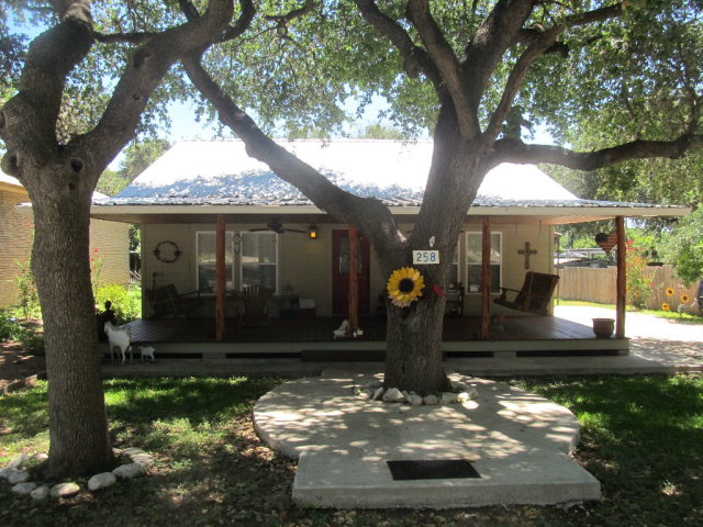 Photo of 258 Evergreen  Leakey  TX