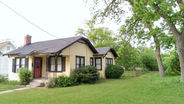 Photo of 526 High Street  Uvalde  TX