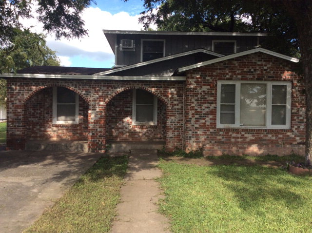 Photo of 232 Crisp Street  Uvalde  TX