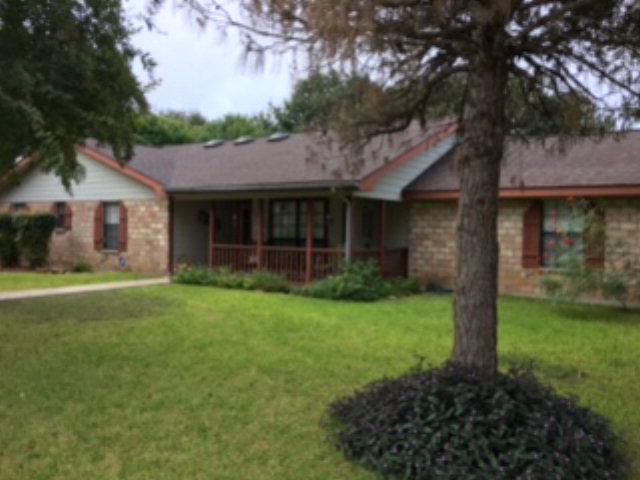 841 Sunnyvale Pl, Uvalde, TX 78801