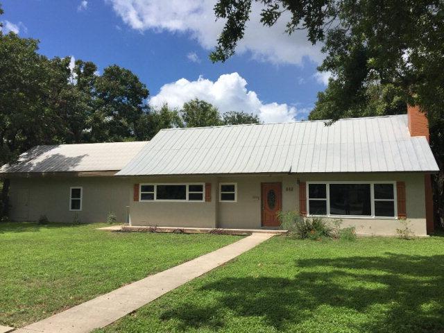 842 E Nopal St, Uvalde, TX 78801