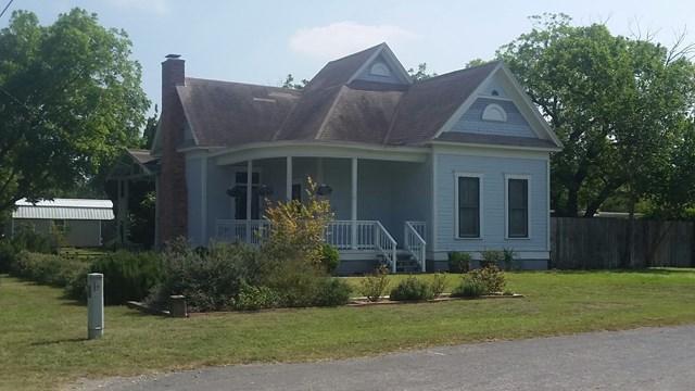 Photo of 401 Pickford Ave  Sabinal  TX