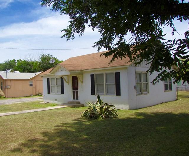 Photo of 506 High  Uvalde  TX