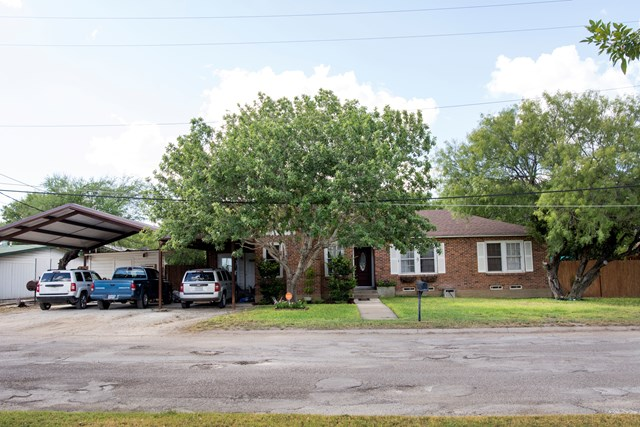 Photo of 815 Maverick St  Crystal City  TX