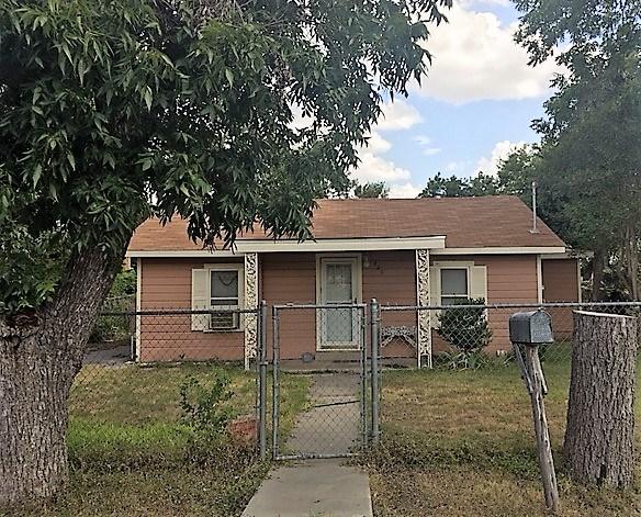 Photo of 423 Ft Clark Rd  Uvalde  TX