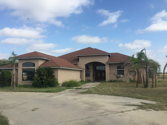 Photo of 70 Zavala St  La Pryor  TX