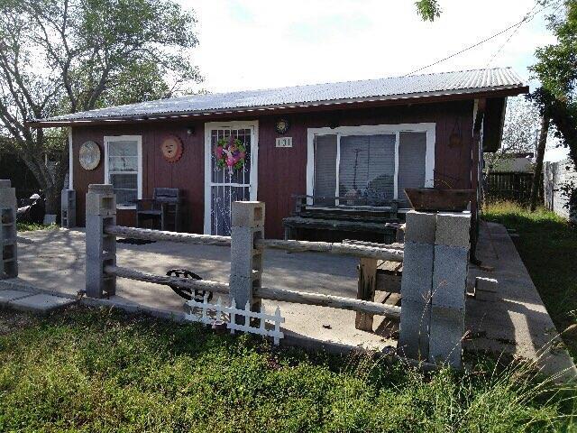 101 Apuraceon Carrizo Springs, TX 78834