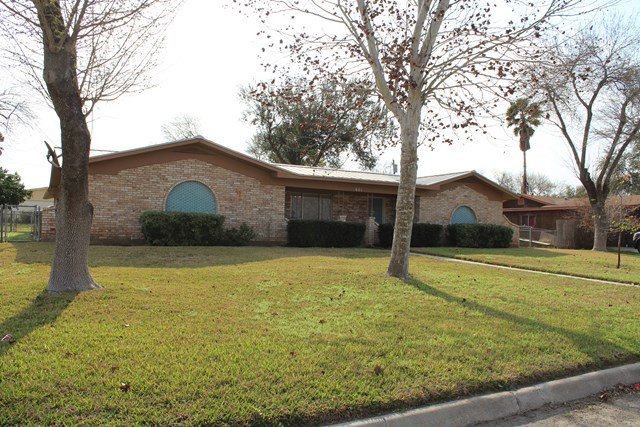 601 S 12th St. Carrizo Springs, TX 78834