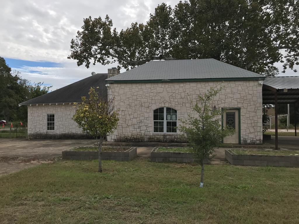 110 Tyler Ave Sabinal, TX 78881