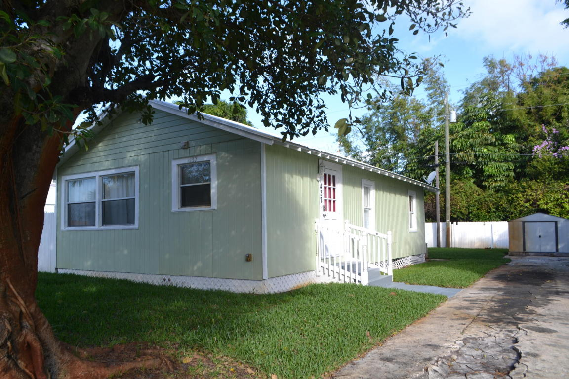 Photo of 437 Summa Street  West Palm Beach  FL