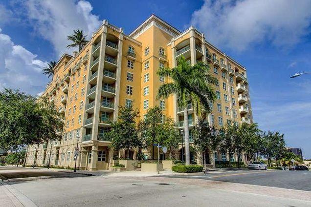 403 S Sapodilla Avenue Unit 412 West Palm Beach, FL 33401