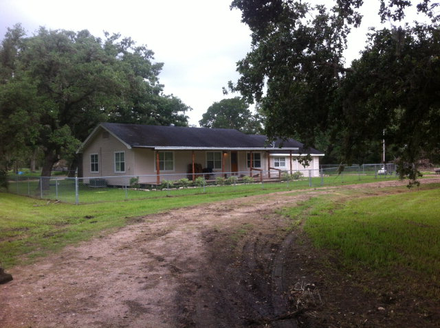 Photo of 9028 N HWY 111  Edna  TX