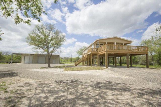 Photo of 1411 Walker Rd  Goliad  TX