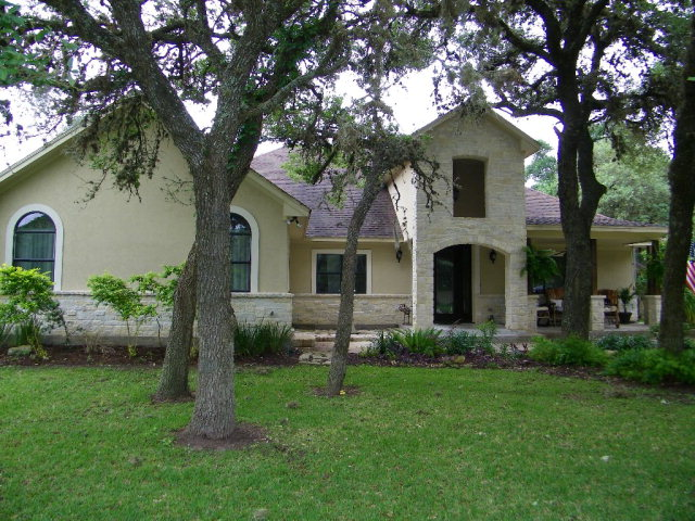 Photo of 425 Liveoak  Inez  TX