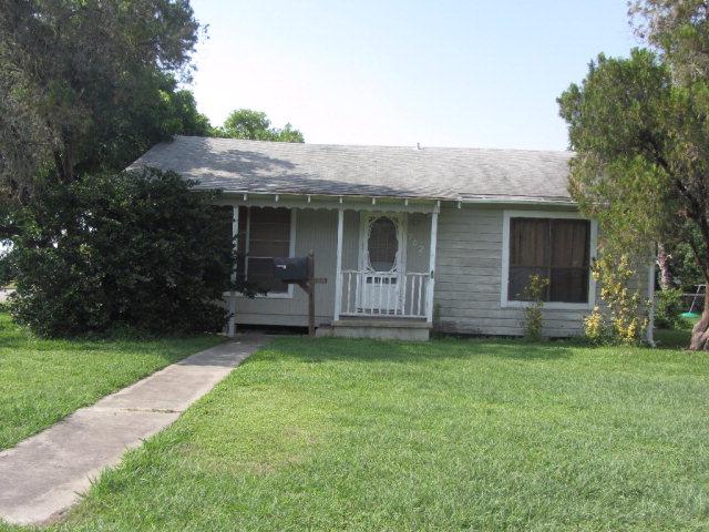 702 E Anaqua Ave, Victoria, TX 77901
