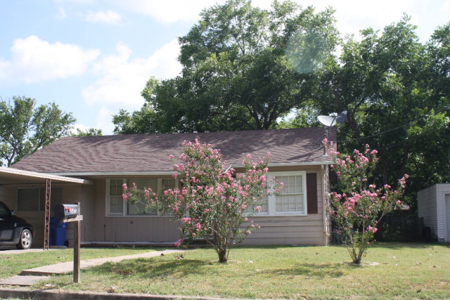 Photo of 503 Walnut  Yoakum  TX