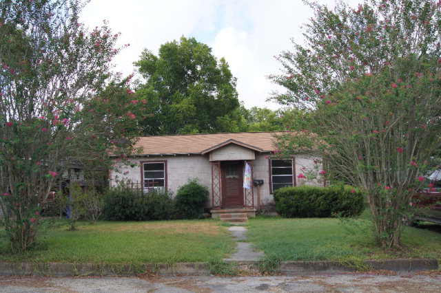 Photo of 508 Nelson St  Yoakum  TX
