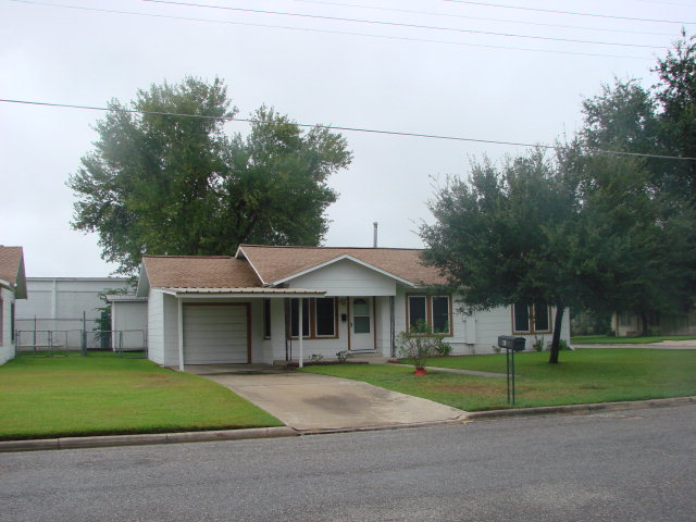 Photo of 701 Terrell  Cuero  TX