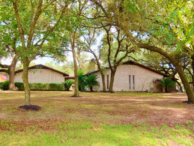 Photo of 859 Live Oak Dr  Inez  TX