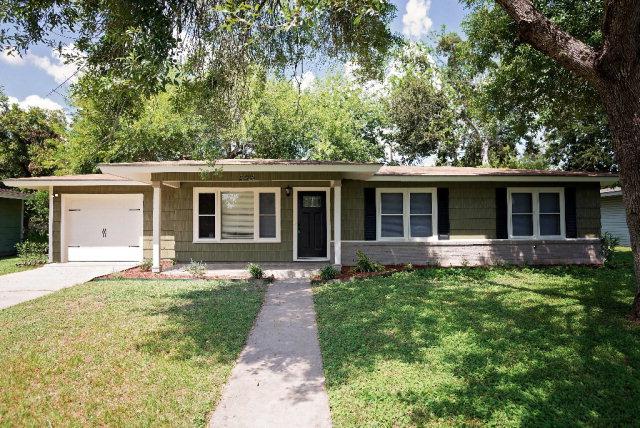 2306 E Mistletoe Ave, Victoria, TX 77901