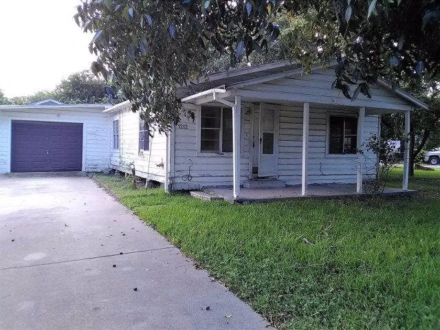 1212 Schooley St, Port Lavaca, TX 77979