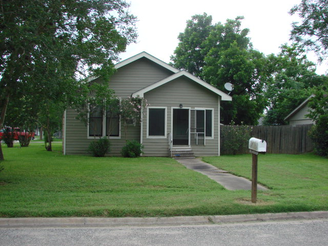 Photo of 314 W Clayton  Cuero  TX