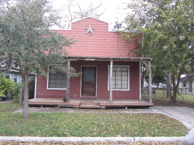 Photo of 238 E End St  Goliad  TX