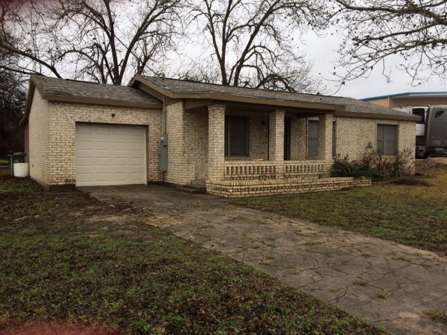 Photo of 452 W Pearl  Goliad  TX