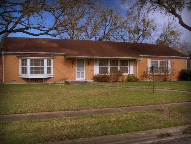 Photo of 208 W Clayton  Cuero  TX