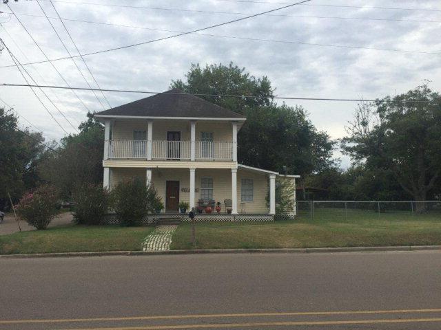 711 E Morgan Ave, Cuero, TX 77954