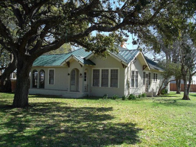 Photo of 305 E Garden  Goliad  TX