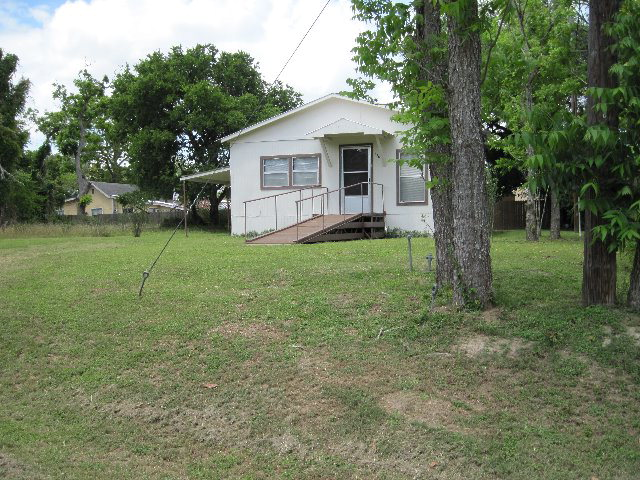 Photo of 136 W Fannin Street  Goliad  TX