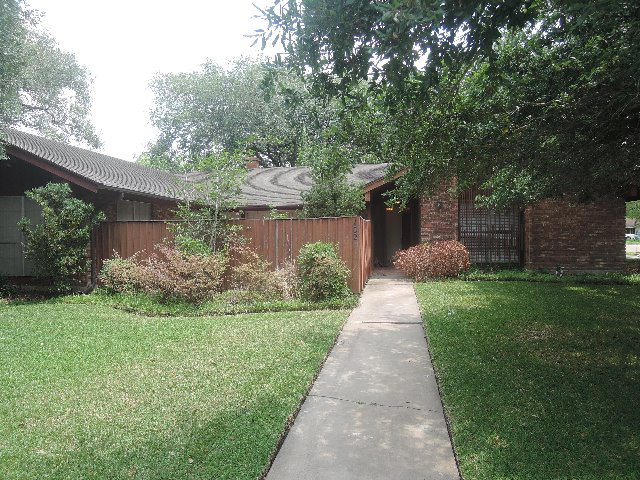 Photo of 102 Salisbury  Victoria  TX