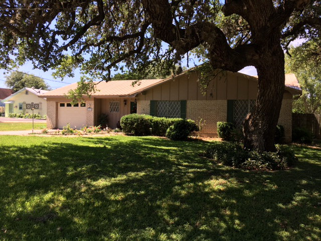 Photo of 644 W Franklin  Goliad  TX