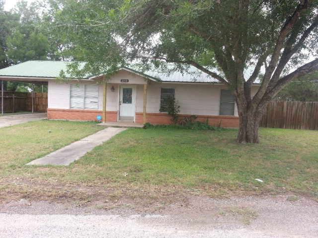 Photo of 213 E Johnson Dr  Cuero  TX