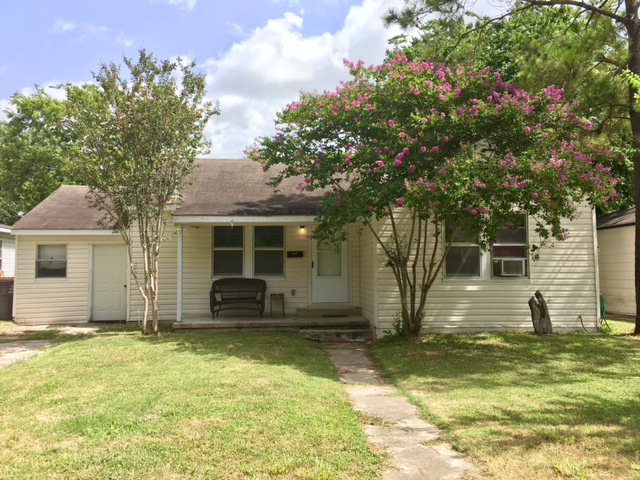 Photo of 2208 E BRAZOS ST  Victoria  TX
