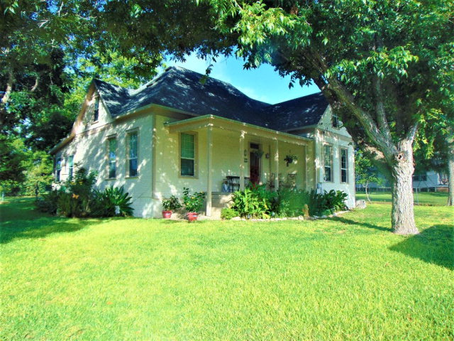 Photo of 116 S Avenue D  Shiner  TX