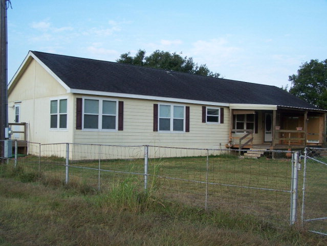 Photo of 847 Rutherford Ln  Goliad  TX