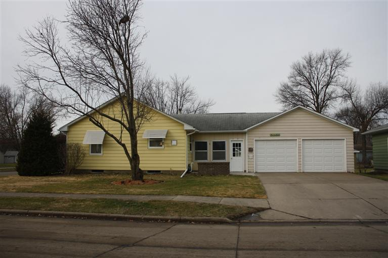 224 E 11th St, Washington, IA 52353