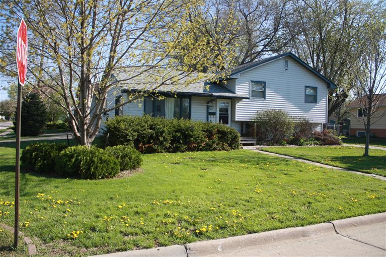 902 E Jefferson St, Washington, IA 52353