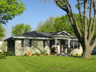 907 S 12th Ave, Washington, IA 52353
