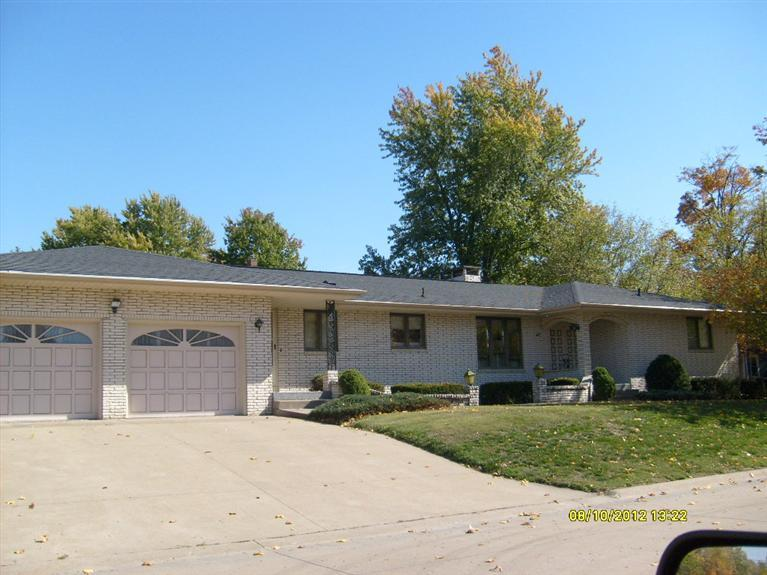 110 N 10th Ave, Washington, IA 52353