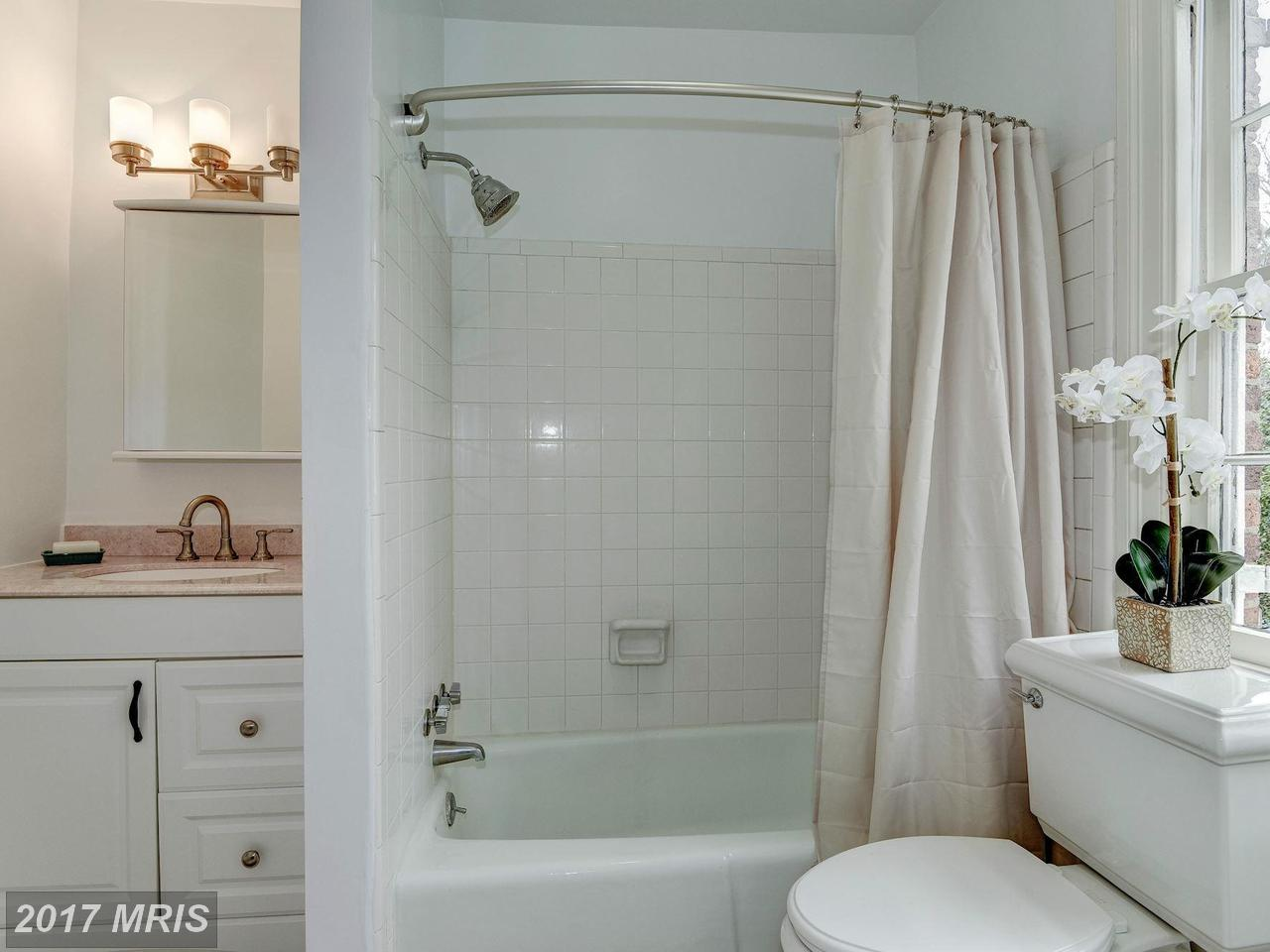 Additional photo for property listing at Federal, Semi-Detached - WASHINGTON, DC 1308 29TH ST NW Washington, Distrito De Columbia,20007 Estados Unidos